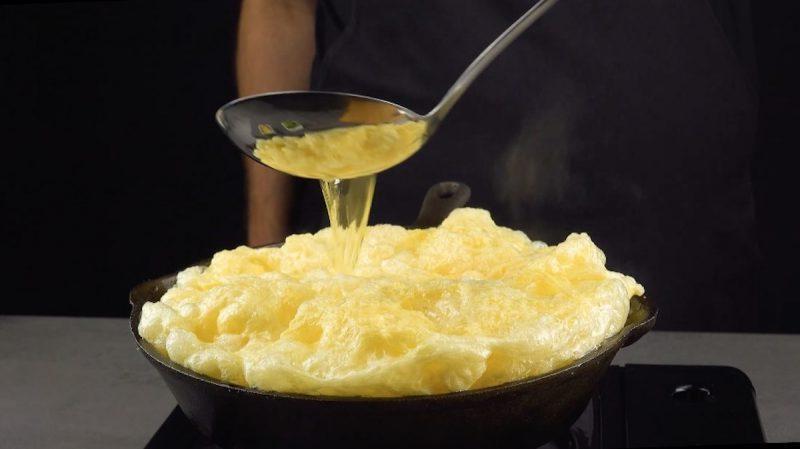 Муж увидел в кулинарной передаче рецепт необычного омлета по-азиатски. Теперь это любимый завтрак нашей семьи