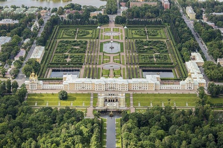 Величественный Петергоф, аккуратный Кэнроку эн, изящные сады Боболи: 7 самых впечатляющих садов в мире