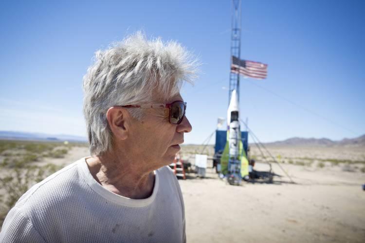 «Я не верю в науку!»: мистер Плоская Земля строит ракету для полета в космос