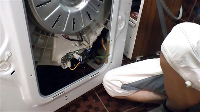 Муж попробовал очистить ТЭН стиральной машинки лимонной кислотой: результат впечатляет (фото)