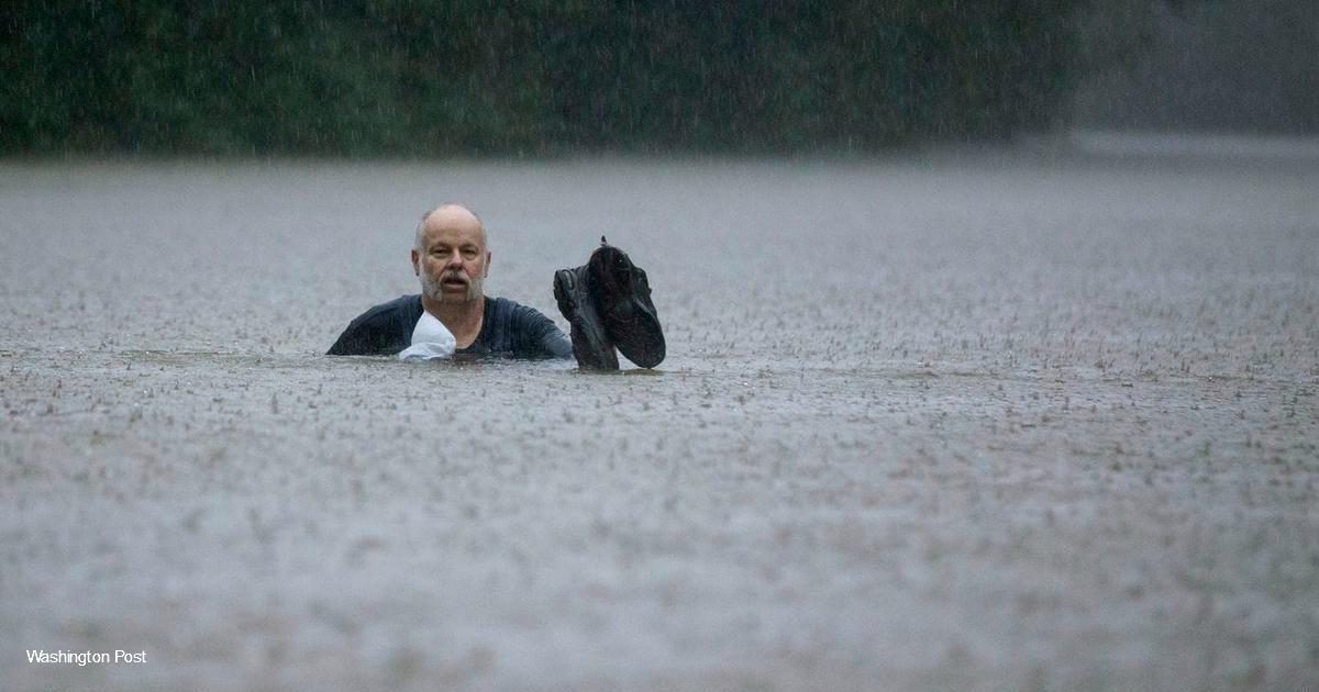 Во время наводнения 21 летний студент работал 32 часа подряд. Гости говорят, что он герой