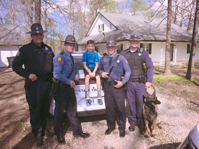 К мальчику никто не пришел праздновать день рождения: полицейские исправили ситуацию