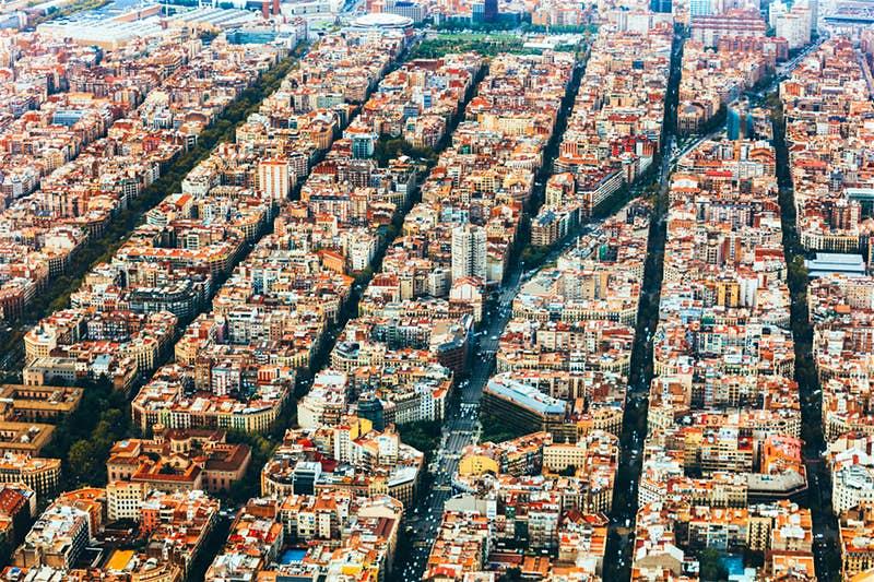Власти Барселоны планируют освободить до 70 % дорог города от автомобилей, чтобы увеличить продолжительность жизни и снизить смертность горожан