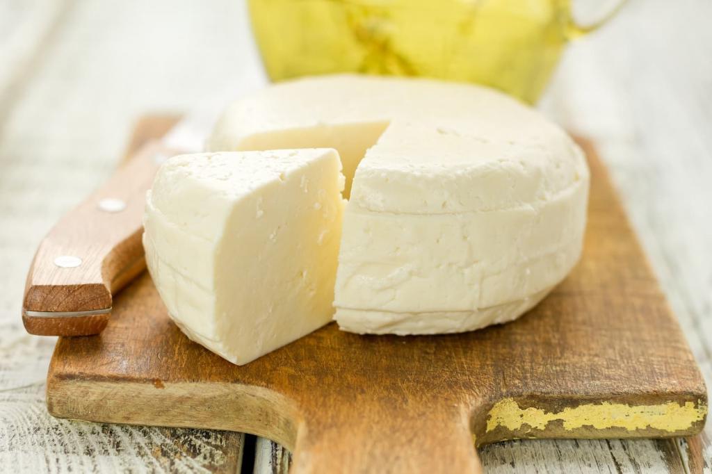 Молоко, йогурт и лимон: 3 ингредиента, необходимые, чтобы приготовить вкусный домашний сыр (рецепт)