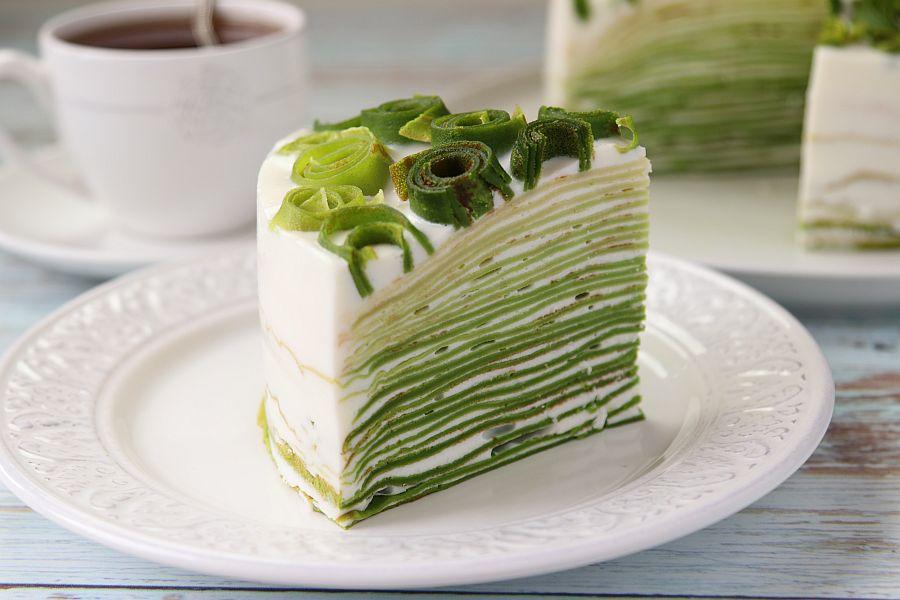 Я нашла интересный метод приготовления блинного торта: готовим два блюда в одном