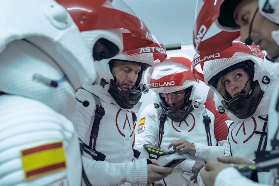 4 дня в пещере в костюмах астронавтов: межпланетное агентство в Испании запустило необычное туристическое предложение для любителей космоса