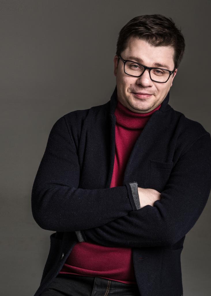 Гарик Харламов показал, как выглядел его отец в молодости. Оказывается, у них одно лицо: фото