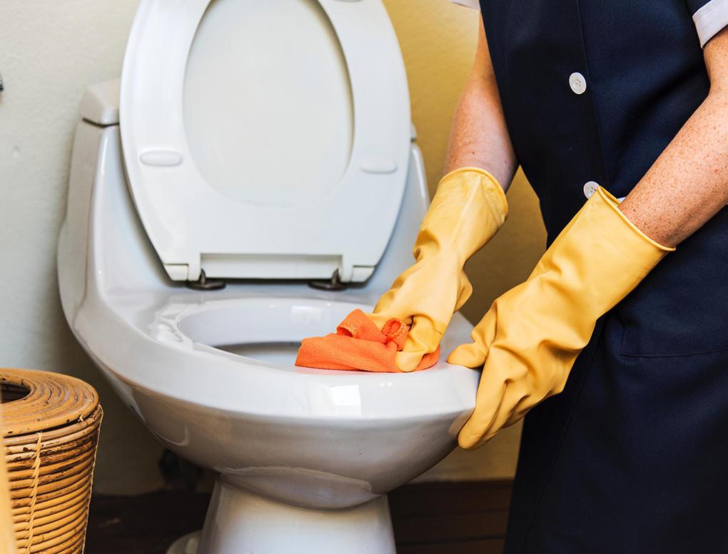При уборке стараюсь использовать как можно меньше химии. Душевые кабинки и пол я мою с использованием обыкновенного лимона