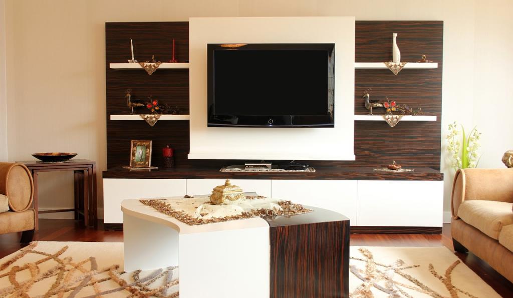 Несколько интересных способов, как можно скрыть от глаз телевизионный кабель в квартире