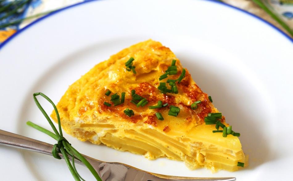 Ужин на скорую руку. Подруга дала рецепт потрясающей тортильи из яиц и картофеля