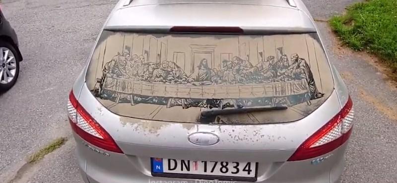 Люди просто рисуют смайлик на пыльном стекле: парень пошел дальше и изобразил «Тайную вечерю»