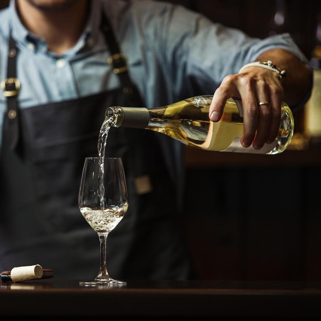Советы сомелье о том, какие сорта вин вам следует выбирать и с чем их лучше сочетать: каберне совиньон с говядиной, шардоне с жареной курицей