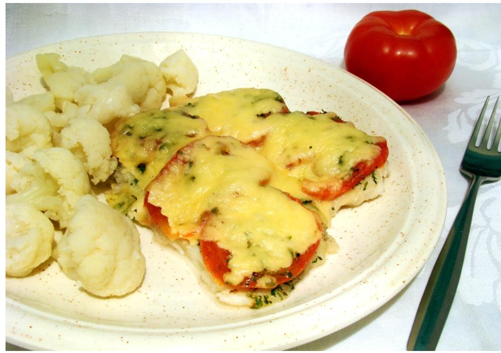 Рыба с помидорами и сыром, запеченная в духовке. Сочная и вкусная идея для ужина