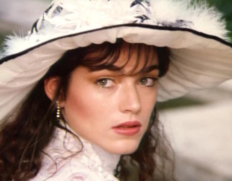 Красотка из фильма  Сердца трех . Как сегодня выглядит Алена Хмельницкая (фото)