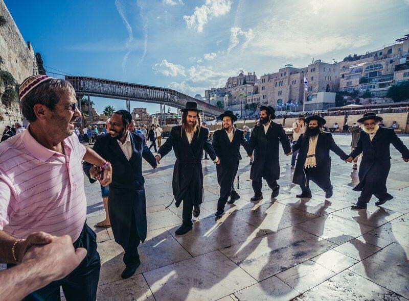 Моя свекровь   еврейка: недавно она мне рассказала, почему их известный танец называется 7:40