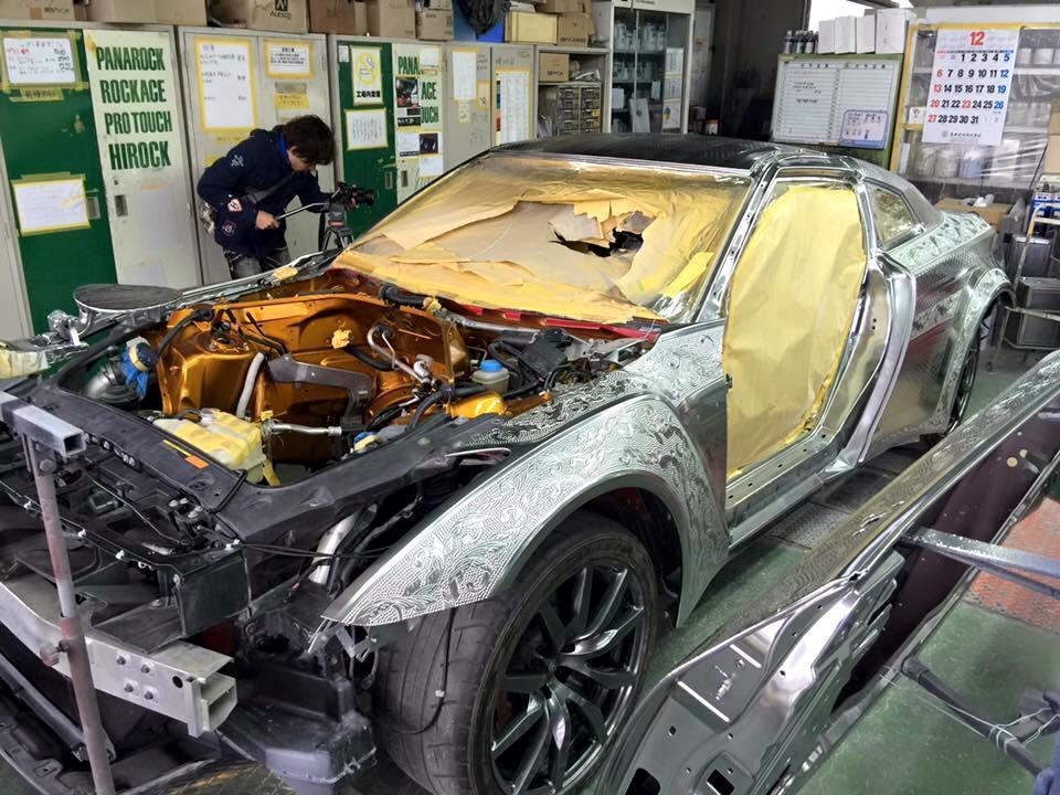 Не средство передвижения, а произведение искусства: умельцы из Японии украсили Nissan GTR гравировкой (фото)