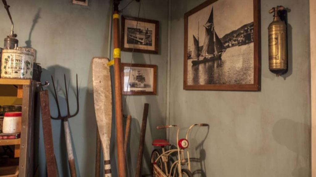 Капсула времени: мужчина обнаружил в подвале мастерскую дедушки и восстановил до прежнего состояния