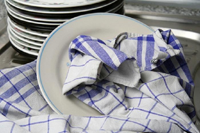 У моей мамы кухонные полотенца были всегда белоснежными, я тоже пользуюсь ее простым способом отбеливания