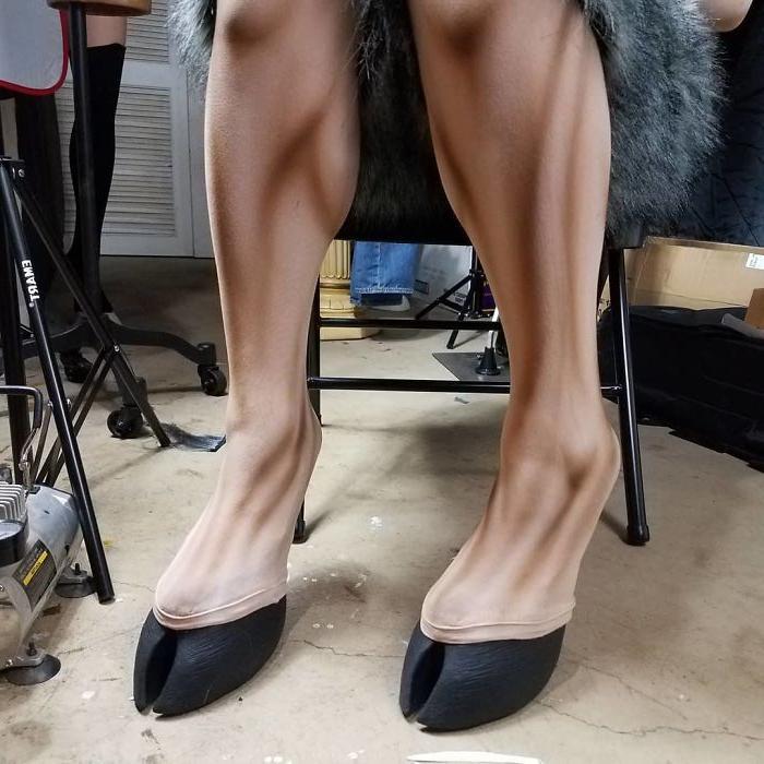 Ноги, как у лани: дизайнер Блэр Ондрла создает обувь в виде копыт и лап животных (фото)