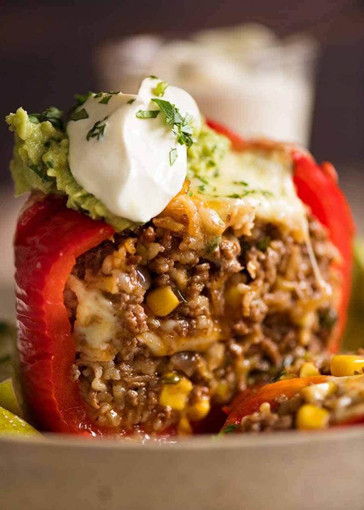 Друг поделился мексиканским рецептом фаршированных перцев: блюдо пришлось по душе всей семье