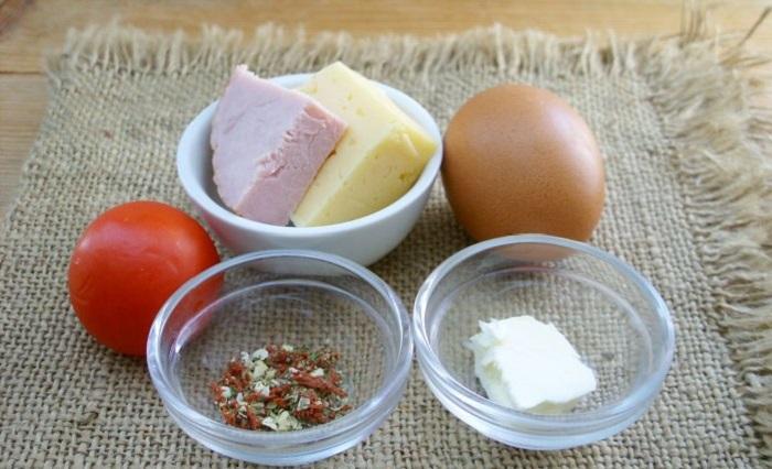 По утрам я готовлю полезный и вкусный омлет в микроволновке. Его обожает вся моя семья