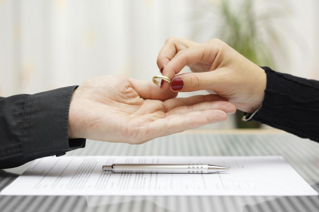 Женщина подала на развод из за того, что ее муж плохо относился к своей родной матери