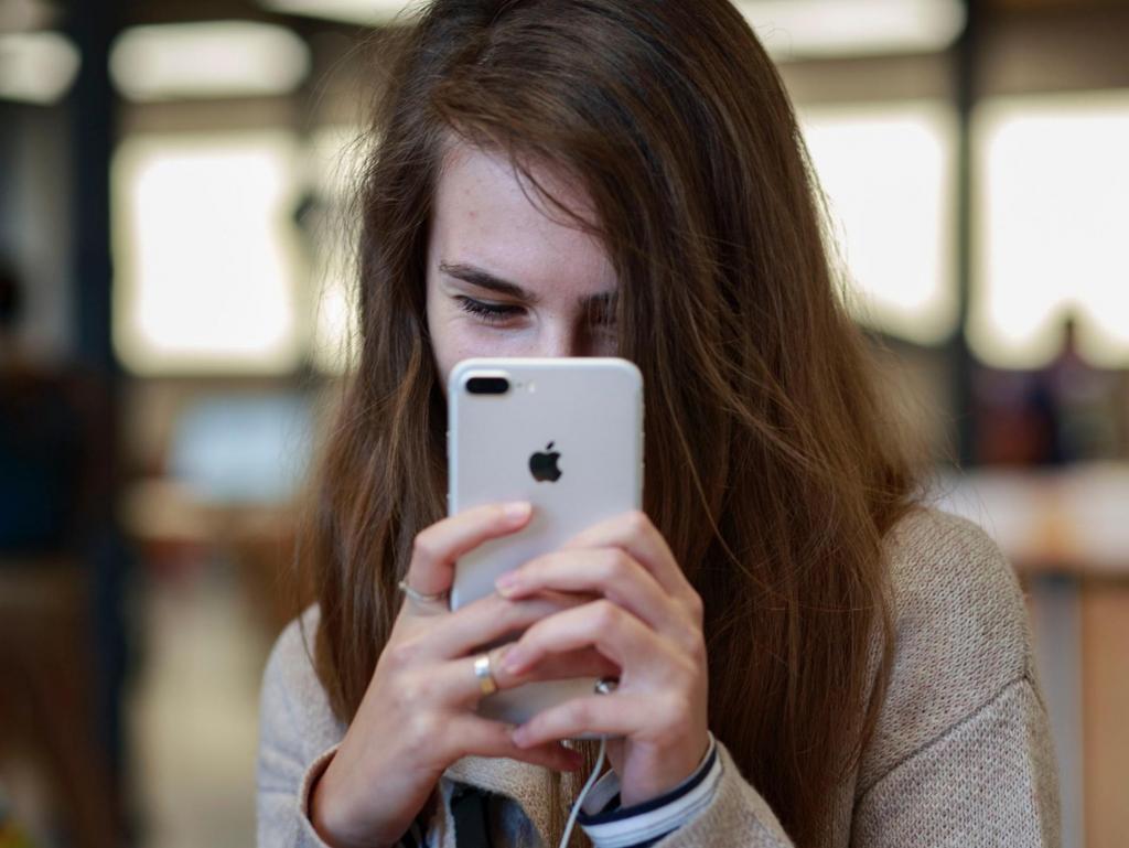 Стоимость обучения и отвлекающие соцсети: 5 проблем, которые есть у современных подростков и которых не было 20 лет назад