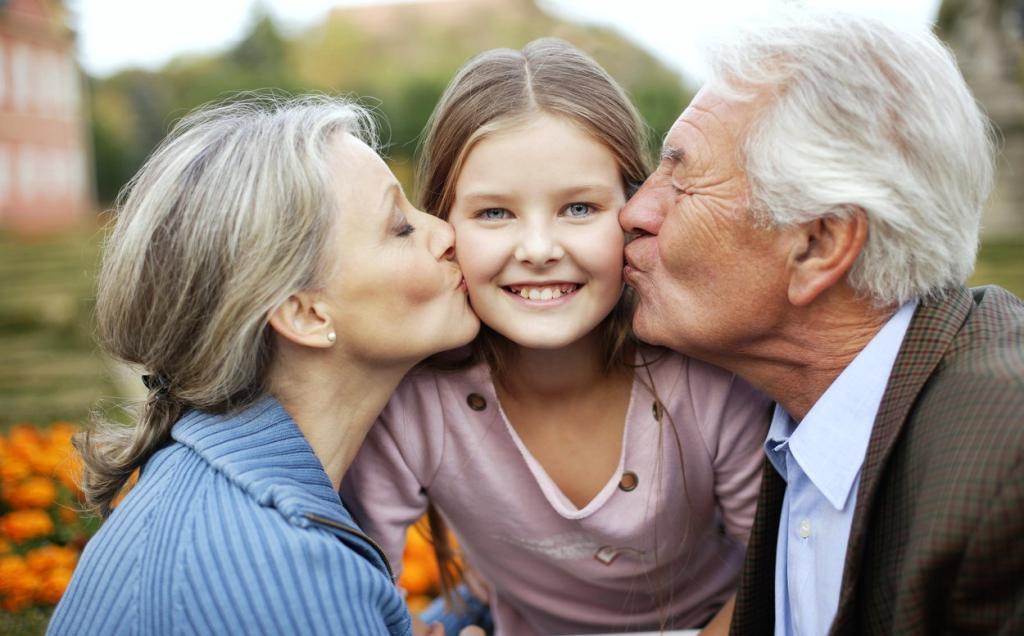 Выбор имени и многое другое: специалисты назвали 11 вещей, которые не стоит делать бабушкам и дедушкам