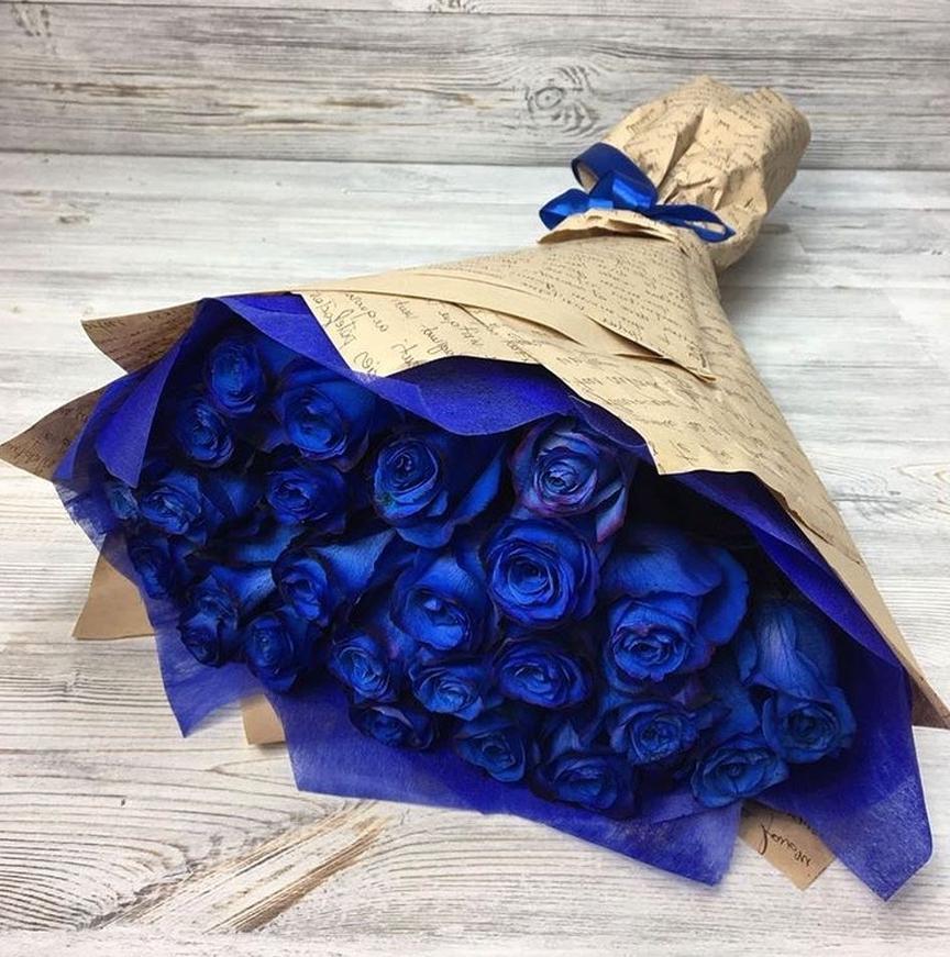 Недавно я научилась окрашивать розы в необычные цвета: получаются букеты невероятной красоты