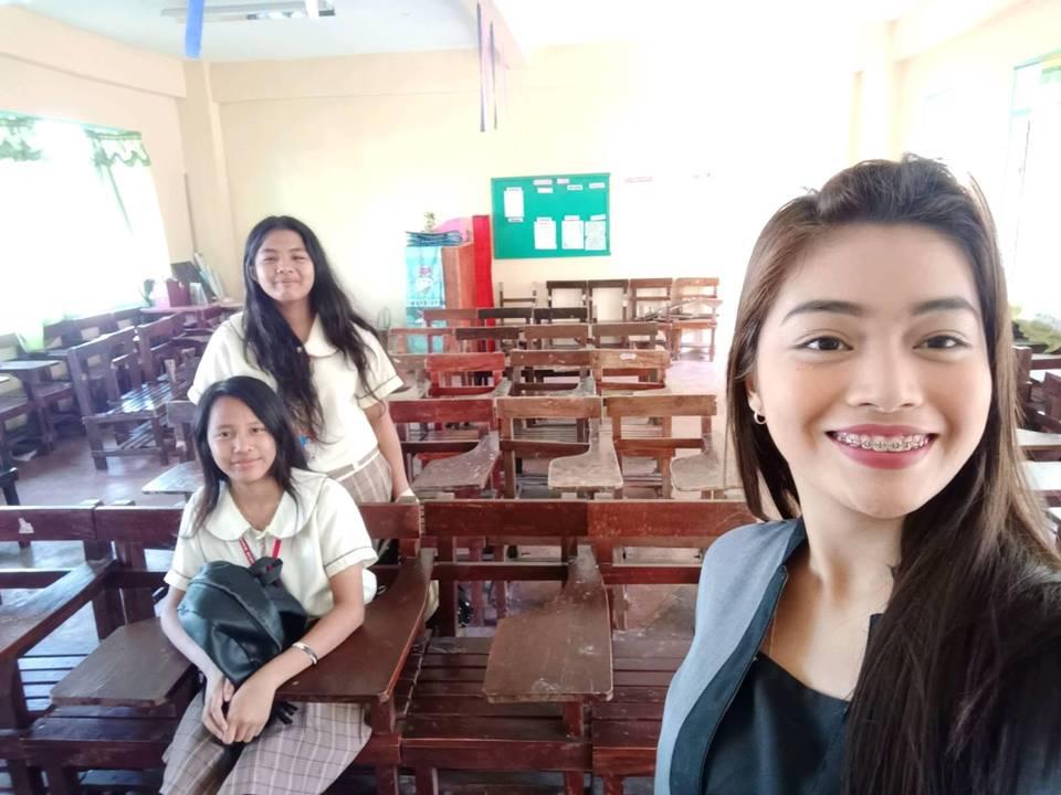 Молодая учительница поделилась фото в соцсетях: теперь ее лекции хочет посещать половина пользователей Интернета