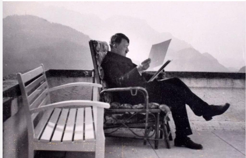 В учебниках по истории их не найти: 10 редких фотографий Адольфа Гитлера и нацистской Германии