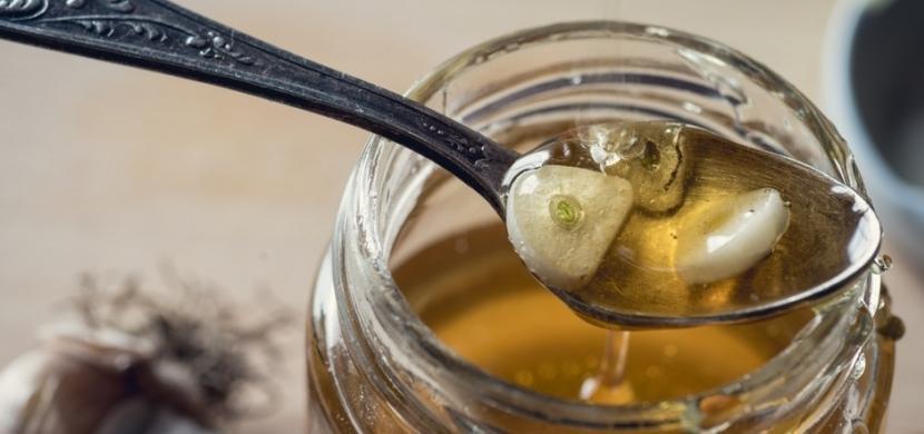 Осенью обязательно делаю сироп из чеснока и меда по бабушкиному рецепту. Отличное средств от простуды, гриппа и для профилактики