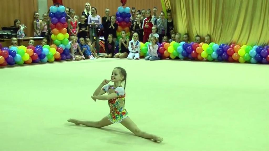 Девочка из пластилина: 8 летняя гимнастка показала, на что способно человеческое тело