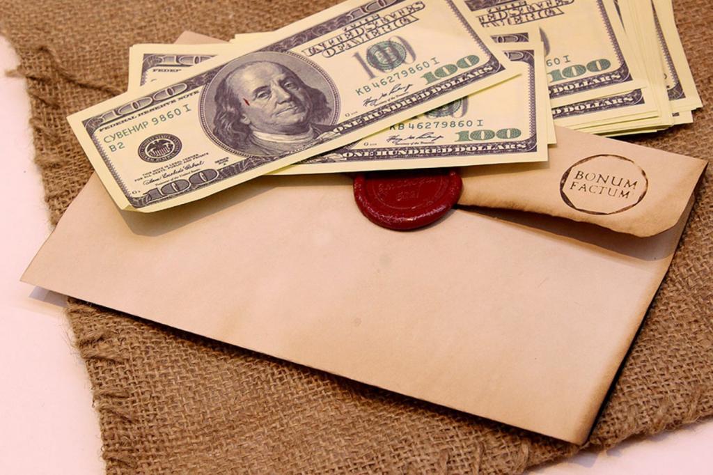 Девушка нашла в посылке конверт с деньгами: немногие поступили бы с ними так, как она