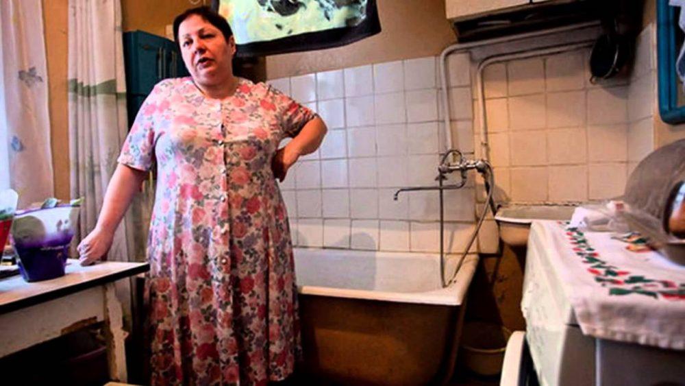 Почему в  сталинках  ванна располагалась на кухне