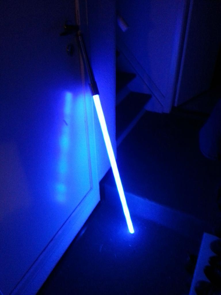 Парень использовал 110 светодиодов, чтобы сделать световой меч   мечту всех поклонников  Звездных войн  (фото)