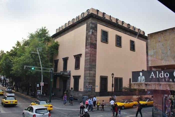 Здание Telmex: этот дом передвинули почти на 12 метров, а люди продолжали работать внутри него