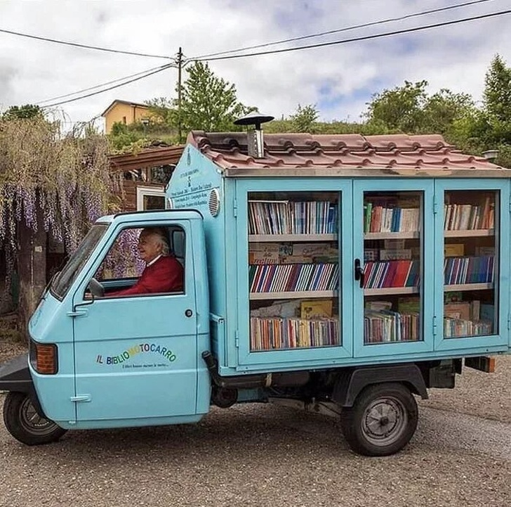 Учитель на пенсии сделал из фургона библиотеку, чтобы привить у окружающих любовь к чтению. Учителя, которые заслуживают похвалы