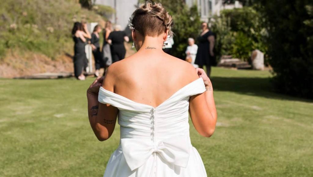 Продать, хранить, бросить в мусорное ведро: что делать со свадебным платьем после окончания торжества