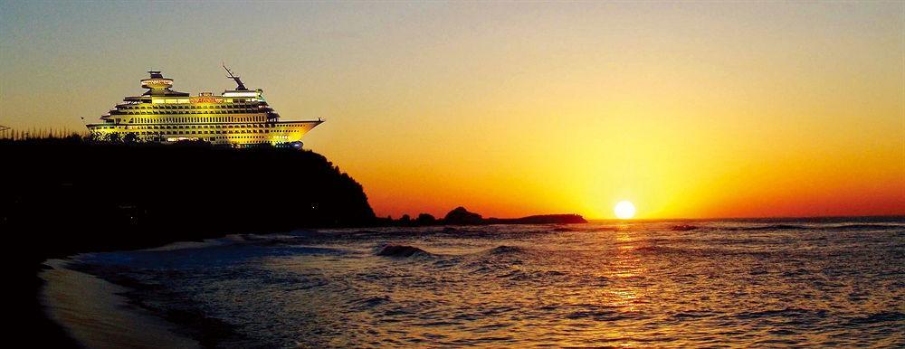 Отправиться в морское путешествие, не сходя с берега: необычный отель в виде круизного лайнера построили в Южной Корее (фото)