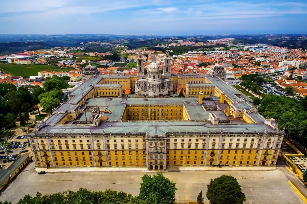 Дворец Мафра в Португалии, церкви Пскова, Рудные горы в Германии: новейшие объекты Всемирного наследия ЮНЕСКО, которые стоит посетить