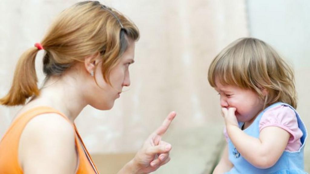 «Прекрати плакать!», «Скорее, поторопись!»: фразы, которые не рекомендуют говорить детям, и чем их можно заменить
