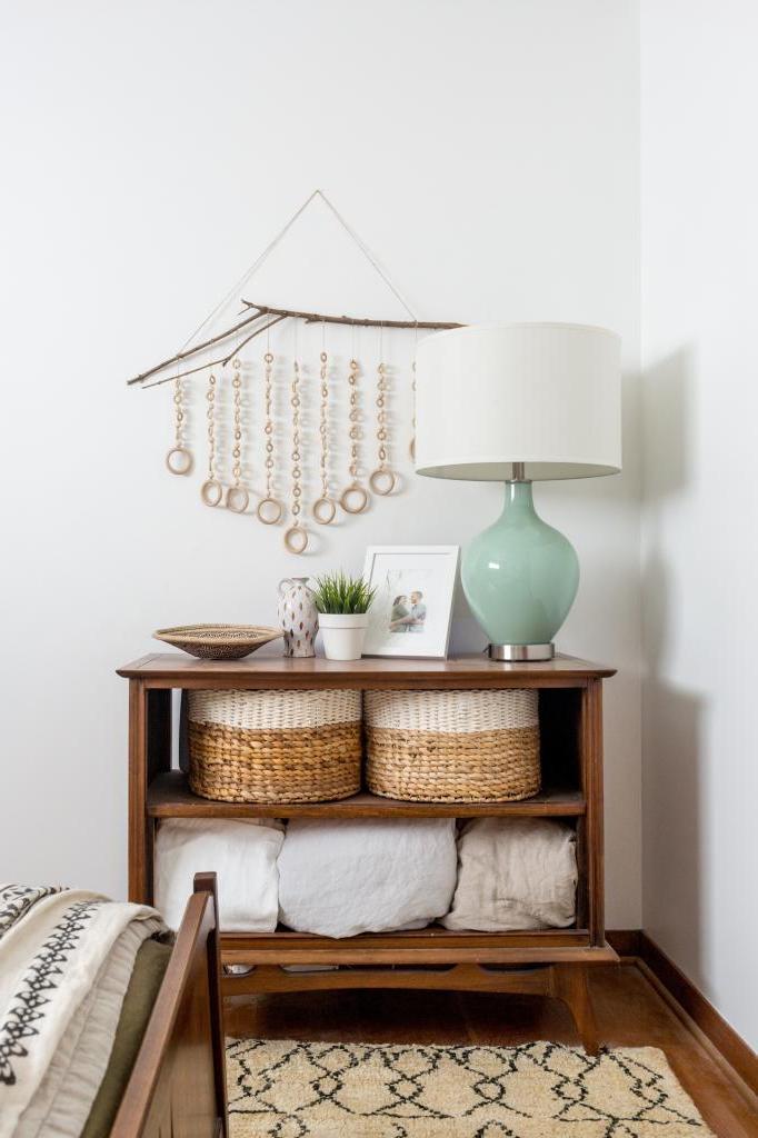 Я люблю украшать дом своими руками: недавно получилась простая, но красивая подвеска из деревянных бусин