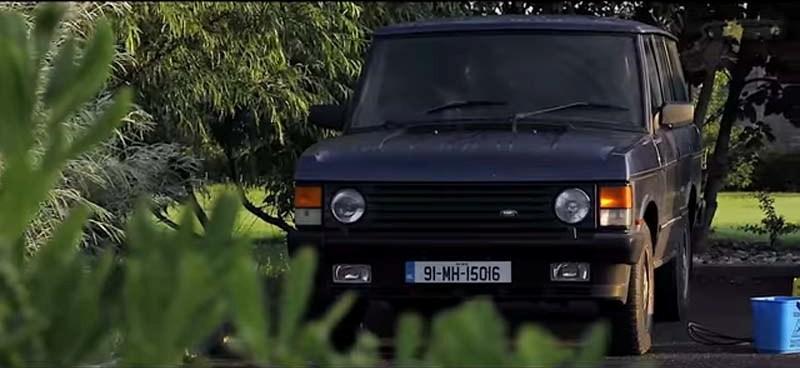 Молодой мужчина потратил 3 года на восстановление старого ржавого Range Rover и снял подробный ролик (видео)