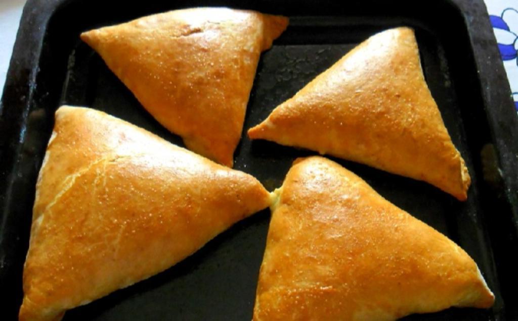 Самса по узбекски – блюдо, которое никогда не надоедает моей семье. Делюсь простым рецептом