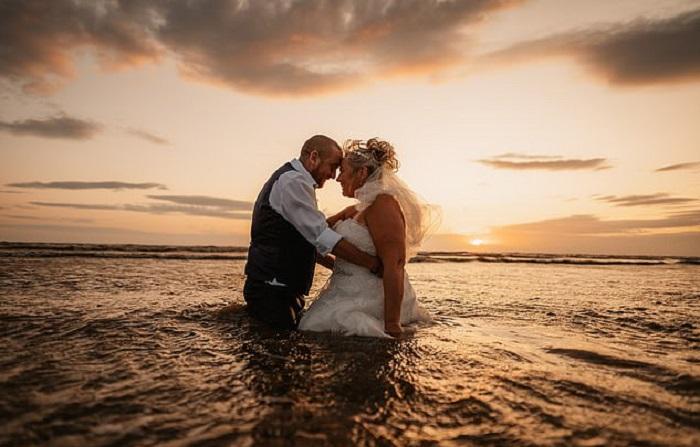 Невеста испортила дорогое свадебное платье, но ни о чем не жалеет