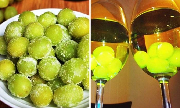 Замороженный виноград поможет быстро охладить вино. Простые лайфхаки, которые значительно облегчат жизнь