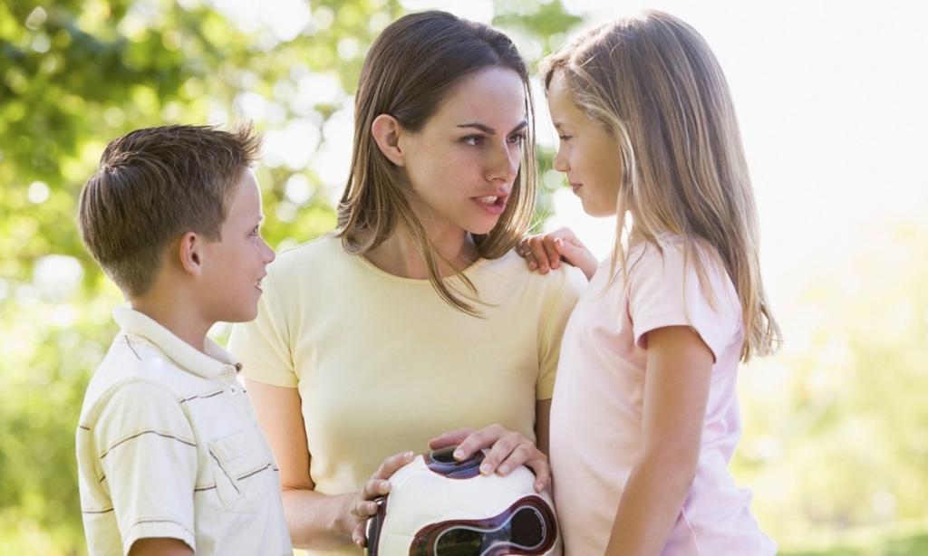 «Ты позор семьи»: 8 изречений, которые рушат отношения родителей и детей