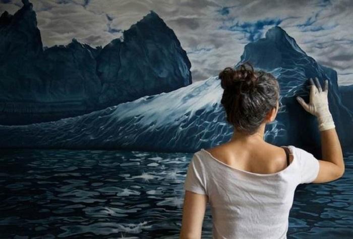Художница использует для своих картин только краску: рисунки пальцем получаются невероятно реалистичными