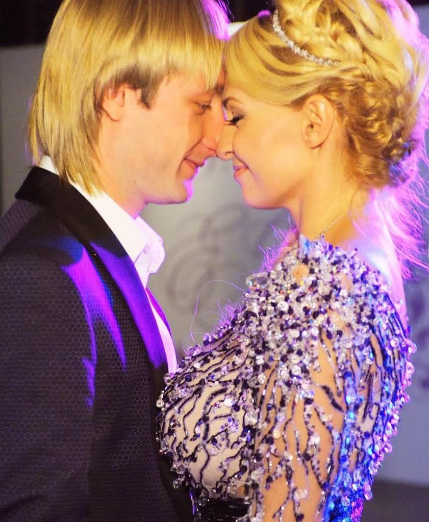 Бросили свои семьи ради собственного счастья: Плющенко и Рудковская отпраздновали оловянную свадьбу и 12 лет любви